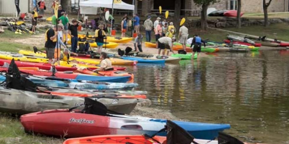 Dagger touring kayak with bulkheads?